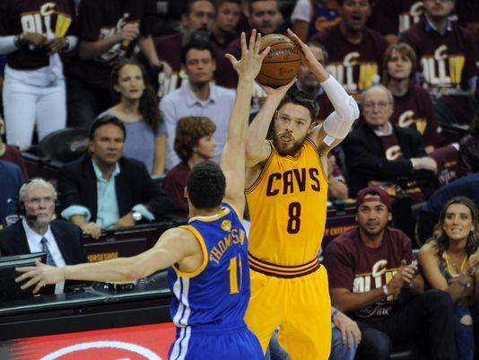 Cavs Matthew Dellavedova out of hospital, ready for Game 4